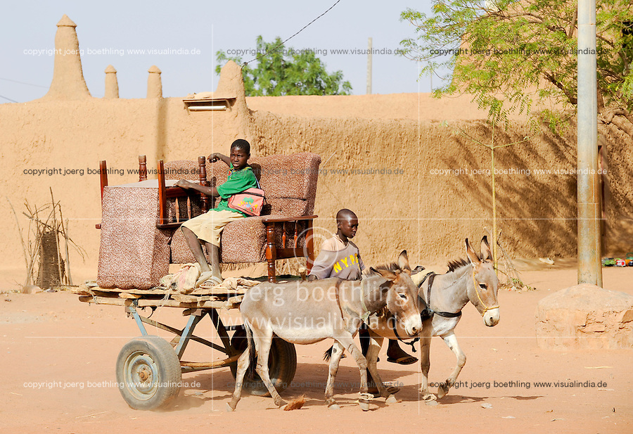"Westafrika Mali Bandiagara , Kinder transportieren Polstermoebel mit Eselkarren - Transport  | .Africa Mali Bandiagara , children transport furniture by donkey waggon .| [ copyright (c) Joerg Boethling / agenda , Veroeffentlichung nur gegen Honorar und Belegexemplar an / publication only with royalties and copy to:  agenda PG   Rothestr. 66   Germany D-22765 Hamburg   ph. ++49 40 391 907 14   e-mail: boethling@agenda-fototext.de   www.agenda-fototext.de   Bank: Hamburger Sparkasse  BLZ 200 505 50  Kto. 1281 120 178   IBAN: DE96 2005 0550 1281 1201 78   BIC: ""HASPDEHH"" ,  WEITERE MOTIVE ZU DIESEM THEMA SIND VORHANDEN!! MORE PICTURES ON THIS SUBJECT AVAILABLE!! ] [#0,26,121#]"