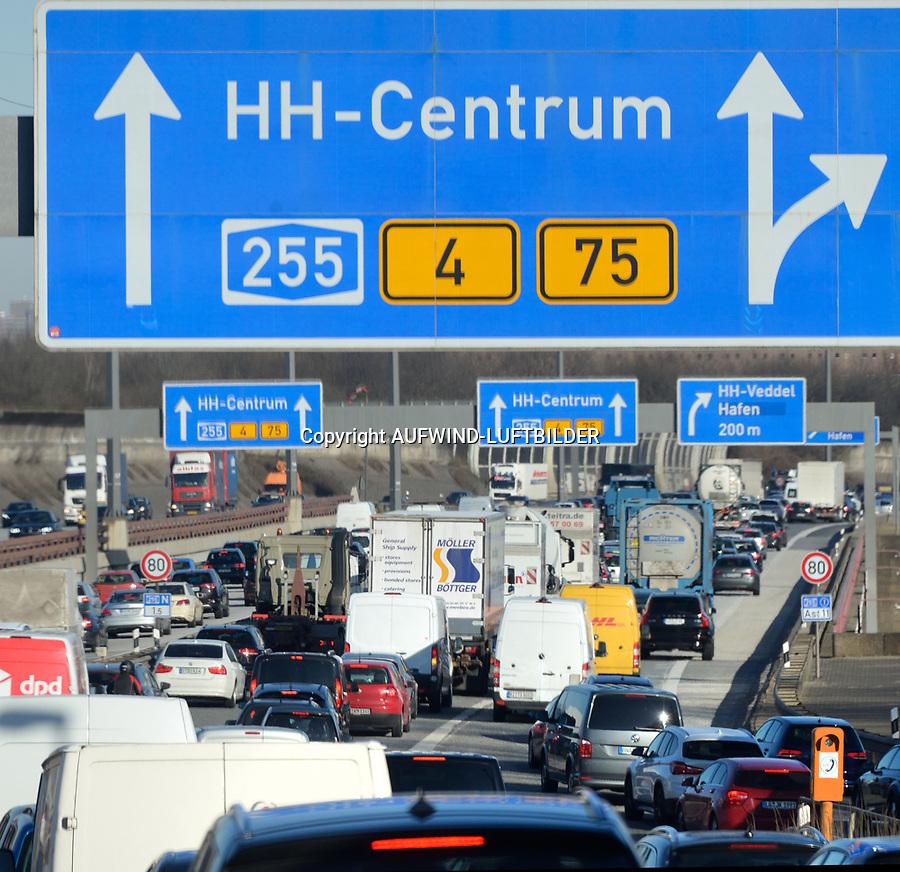 Hamburg A255 Fahrtrichtung Nord, der tägliche Stau: EUROPA, DEUTSCHLAND, HAMBURG, (EUROPE, GERMANY), 06.01.2016: Hamburg A255 Fahrtrichtung Nord, der tägliche Stau