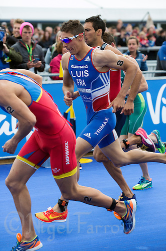 31 MAY 2015 - LONDON, GBR - Vincent Luis (FRA) from France runs from transition at the start of the run during the elite men's 2015 ITU World Triathlon Series round in Hyde Park, London, Great Britain (PHOTO COPYRIGHT © 2015 NIGEL FARROW, ALL RIGHTS RESERVED)