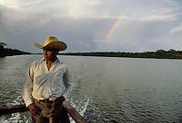 - man on a boat in service of connection from Bluefields to the community of Kukra Hill, on the Atlantic coast ....- uomo a bordo di un battello in servizio di collegamento da Bluefields alla comunità di Kukra Hill, sulla costa atlantica