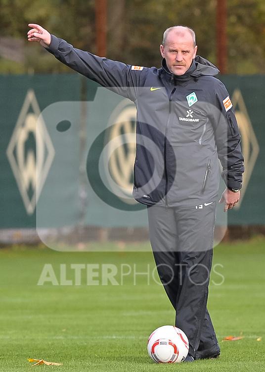 21.10.2010, Trainingsgelaende Werder Bremen, Bremen, GER, 1. FBL, Training Werder Bremen, im Bild Thomas Schaaf (Trainer Werder Bremen)   Foto © nph / Frisch