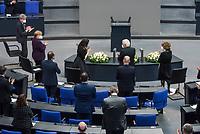 Deutscher Bundestag gedenkt am Internationalen Holocaustgedenktag der Opfer des Nationalsozialismus.<br /> Im Bild: Das Plenum appladiert Marina Weisband, Publizistin, sie kam als Kind im Zuge der Regelung fuer Kontingentfluechtlinge aus der Ukraine nach Deutschland nach ihrer Gedenkrede.<br /> 27.1.2021, Berlin<br /> Copyright: Christian-Ditsch.de