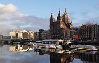 Nederland  Amsterdam - 2 jan 2021. Stad in Lockdown.  Nicolaaskerk op de Prins Hendrikkade.   Foto : ANP/ HH / Berlinda van Dam