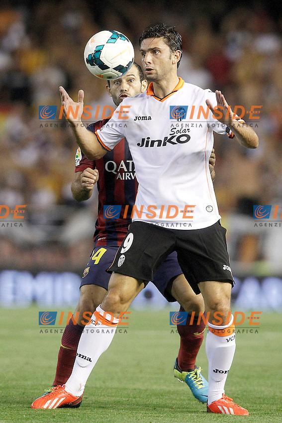 Valencia's Helder Postiga (r) and FC Barcelona's Javier Mascherano during La Liga match.September 1,2013. (ALTERPHOTOS/Acero) <br /> Football Calcio 2013/2014<br /> La Liga Spagna<br /> Foto Alterphotos / Insidefoto <br /> ITALY ONLY