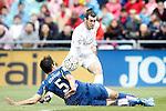 Getafe's Santiago Vergini (d) and Real Madrid's Gareth Bale during La Liga match. April 16,2016. (ALTERPHOTOS/Acero)