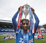 Gedion Zelalem with the league trophy