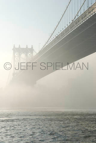 THIS IMAGE IS AVAILABLE EXCLUSIVELY FROM CORBIS.....Please search for image # 42-19639673 on www.corbis.com....Manhattan Bridge and East River on a Foggy Morning....New York City, New York State, USA