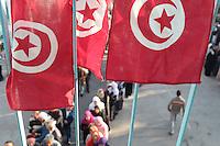 23 ottobre 2011 Tunisi, elezioni libere per l'Assemblea Costituente, le prime della Primavera araba: bandiere della Tunisia. Sotto, gente in fila davanti al seggio.<br /> premieres elections libres en Tunisie octobre <br /> tunisian elections