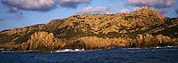 Europe/France/Corse/2A/Corse-du-Sud/Env de Propriano: En bateau dans le golfe de Valinco - Côte rocheuse vers la pointe de Campomoro et la tour gênoise