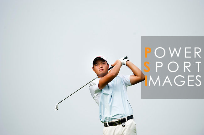 SHENZHEN, CHINA - OCTOBER 30: Mu Hu of China in action during the day two of Asian Amateur Championship at the Mission Hills Golf Club on October 30, 2009 in Shenzhen, Guangdong, China.  (Photo by Victor Fraile/The Power of Sport Images) *** Local Caption *** Mu Hu