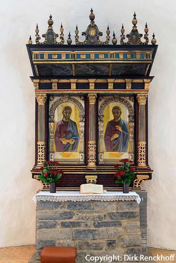Altar in der Rundkirche  Østerlars Kirke (12.Jh.) auf der Insel Bornholm, Dänemark, Europa<br /> Altar in  Østerlars Kirke , Isle of Bornholm Denmark