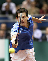 23-2-06, Netherlands, tennis, Rotterdam, ABNAMROWTT, Tim Henman misses a volley in his match against Novak Djokovic i