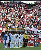 BOGOTÁ -COLOMBIA, 04-05-2014. Aspecto de los actos protocolarios previo al encuentro de vuelta entre Independiente Santa Fe y Once Caldas por los cuartos de final de la Liga Postobón I 2014 jugado en el estadio Nemesio Camacho El Campín de la ciudad de Bogotá./ Aspect of the formal events prior of the second leg match between Independiente Santa Fe and Once Caldas for the quarterfinals of the Postobon League I 2014 played at Nemesio Camacho El Campin stadium in Bogota city. Photo: VizzorImage/ Gabriel Aponte / Staff