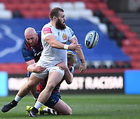 23rd April 2021; Ashton Gate Stadium, Bristol, England; Premiership Rugby Union, Bristol Bears versus Exeter Chiefs; Luke Cowan-Dickie of Exeter Chiefs offloads out of the tackle by Dan Thomas of Bristol Bears