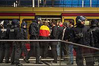 """Bis zu 2500 Anhaenger der Rechtspartei """"Alternative fuer Deutschland"""" (AfD) versammelten sich am Samstag den 7. November 2015 in Berlin zu einer Demonstration. Sie protestierten gegen die Fluechtlingspolitik der Bundesregierung und forderten """"Merkel muss weg"""". Die Demonstration sollte der Abschluss einer sog. """"Herbstoffensive"""" sein, zu der urspruenglich 10.000 Teilnehmer angekuendigt waren.<br /> Mehrere tausend Menschen protestierten gegen den Aufmarsch der Rechten und versuchten an verschiedenen Stellen die Route zu blockieren. Gruppen von AfD-Anhaengern wurden von der Polizei durch Einsatz von Pfefferspray, Schlaege und Tritte durch Gegendemonstranten, die sich an zugewiesenen Plaetzen aufhielten, zur rechten Demonstration gebracht. Zum Teil wurden sie von Neonazis-Hooligans dabei angefeuert. Dabei kam es zu Verletzten, mehrere Gegendemonstranten wurden festgenommen.<br /> Im Bild: AfD-Anhaenger werden nach ihrem Aufmarsch von der Polizei zur S-Bahn gebracht.<br /> 7.11.2015, Berlin<br /> Copyright: Christian-Ditsch.de<br /> [Inhaltsveraendernde Manipulation des Fotos nur nach ausdruecklicher Genehmigung des Fotografen. Vereinbarungen ueber Abtretung von Persoenlichkeitsrechten/Model Release der abgebildeten Person/Personen liegen nicht vor. NO MODEL RELEASE! Nur fuer Redaktionelle Zwecke. Don't publish without copyright Christian-Ditsch.de, Veroeffentlichung nur mit Fotografennennung, sowie gegen Honorar, MwSt. und Beleg. Konto: I N G - D i B a, IBAN DE58500105175400192269, BIC INGDDEFFXXX, Kontakt: post@christian-ditsch.de<br /> Bei der Bearbeitung der Dateiinformationen darf die Urheberkennzeichnung in den EXIF- und  IPTC-Daten nicht entfernt werden, diese sind in digitalen Medien nach §95c UrhG rechtlich geschuetzt. Der Urhebervermerk wird gemaess §13 UrhG verlangt.]"""