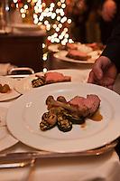 Europe/Suisse/Saanenland/Gstaad:   Carré de veau du Simmental cuit sur l'os, pommes de terre sautées et légumes grillés - recette de Giuseppe Colella du Grand Hôtel Park