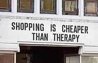 Nederland Amsterdam- mei 2018.  Winkel in Amsterdam. Shopping is cheaper than therapy.  Foto Berlinda van Dam / Hollandse Hoogte