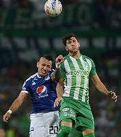 MEDELLÍN - COLOMBIA, 07-02-2018: Gonzalo Castellani (Der) jugador de Atlético Nacional disputa el balón con Juan Guillermo Dominguez (Izq) jugador de Millonarios durante partido de vuelta de la SuperLiga Águila 2018 jugado en el estadio Atanasio Girardot de la ciudad de Medellín. / Gonzalo Castellani (R) player of Atletico Nacional  fights for the ball with Juan Guillermo Dominguez (L) player of Millonarios during second leg match for the final of the SuperLiga Aguila 2018 at Atanasio Girardot stadium in Medellin city. Photo: VizzorImage/ León Monsalve /Cont