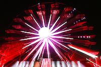 SÃO PAULO, SP, 01.10.2015 - OUTUBRO-ROSA - Roda-gigante cor de rosa é vista no Parque do Ibirapuera, zona sul de São Paulo ontem, 1. A roda-gigante faz parte da programação do outubro rosa que conscientiza as mulheres a realizar exames para combate o câncer de mama.  (Foto: Vanessa Carvalho/Brazil Photo Press)