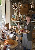 Europe/France/Provence-Alpes-Cote d'Azur/Vaucluse/Lourmarin: Le Comptoir d'Edouard, rue du Temple, épicerie traiteur