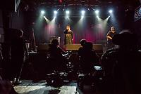 """Hio Hop-Abend """"Kon – fett – i"""" am Donnerstag den 24. August 2018 im Kreuzberger Club SO36 mit dem Rapper, Graf Fidi aus Berlin; der Berliner Gebaerden-Rapperin; der Hip-Hop-Kuenstlerin Finna aus Hamburg (im Bild) und dem DJ Team """"Skips and Breaks"""". Die Liveauftritte wurden von Gebaerdendolmetscherinnen uebersetzt.<br /> Ziel der Veranstaltung war es, Kuenstlerinnen und Kuenstler und DJs mit und ohne Behinderung gleichberechtigt eine Buehne zu bieten. Unterstuetzt wurde die Veranstaltung vom Music Board Berlin.<br /> 24.8.2018, Berlin<br /> Copyright: Christian-Ditsch.de<br /> [Inhaltsveraendernde Manipulation des Fotos nur nach ausdruecklicher Genehmigung des Fotografen. Vereinbarungen ueber Abtretung von Persoenlichkeitsrechten/Model Release der abgebildeten Person/Personen liegen nicht vor. NO MODEL RELEASE! Nur fuer Redaktionelle Zwecke. Don't publish without copyright Christian-Ditsch.de, Veroeffentlichung nur mit Fotografennennung, sowie gegen Honorar, MwSt. und Beleg. Konto: I N G - D i B a, IBAN DE58500105175400192269, BIC INGDDEFFXXX, Kontakt: post@christian-ditsch.de<br /> Bei der Bearbeitung der Dateiinformationen darf die Urheberkennzeichnung in den EXIF- und  IPTC-Daten nicht entfernt werden, diese sind in digitalen Medien nach §95c UrhG rechtlich geschuetzt. Der Urhebervermerk wird gemaess §13 UrhG verlangt.]"""
