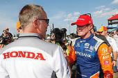 Winner Scott Dixon, Chip Ganassi Racing Honda celebrates, podium, HPD President Ted Klaus