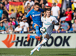 Mauro Wilney Arambarri Rosa of Getafe CF (L) fights for Toni Kroos of Real Madrid (R) the ball with \ during the La Liga 2017-18 match between Getafe CF and Real Madrid at Coliseum Alfonso Perez on 14 October 2017 in Getafe, Spain. Photo by Diego Gonzalez / Power Sport Images