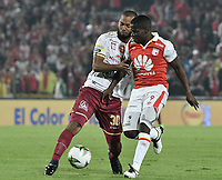 BOGOTÁ - COLOMBIA, 14-11-2018: Carmelo Valencia (Der.) de Santa Fe disputa el balón con Luis Payares (Izq.) del Tolima durante el encuentro entre Independiente Santa Fe y Deportes Tolima por los cuartos de final, ida, de la Liga Águila II 2018 jugado en el estadio Nemesio Camacho El Campin de la ciudad de Bogotá. / Carmelo Valencia (R) of Santa Fe struggles for the ball with Luis Payares (L) of Tolima during match between Independiente Santa Fe and Deportes Tolima for the first leg quarter finals of the Aguila League II 2018 played at the Nemesio Camacho El Campin Stadium in Bogota city. Photo: VizzorImage / Gabriel Aponte / Staff
