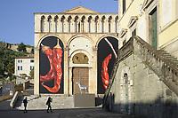 - Pietrasanta (Lucca, Toscana), installazione dell'artista Giuseppe Carta <br /> <br /> - Pietrasanta (Lucca, Tuscany), installation by the artist Giuseppe Carta