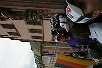 Defensive Tackle Daniel Benetka und das Team der Frankfurt Galaxy auf dem Balkon des Roemer