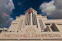 Europe/France/Aquitaine/64/Pyrénées-Atlantiques/Pays-Basque/Biarritz: Le Musée de la Mer est un bâtiment de style Art déco, accolé à la falaise du plateau de l'Atalaye, dont la construction remonte à 1933. Le Poulpe installé en frontispice du bâtiment