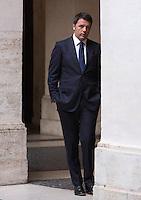 Il Presidente del Consiglio Matteo Renzi si prepara ad accogliere i reali di Spagna a Palazzo Chigi, Roma, 19 novembre 2014.<br /> Italian Premier Matteo Renzi prepares to welcome Spain's Royals at Chigi Palace, Rome, 19 <br /> UPDATE IMAGES PRESS/Riccardo De Luca