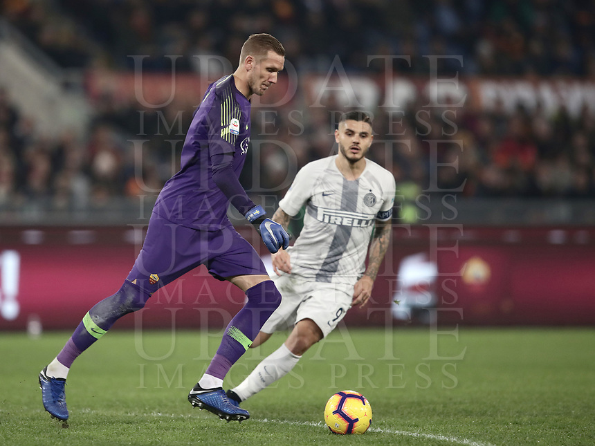 Football, Serie A: AS Roma - InterMilan, Olympic stadium, Rome, December 02, 2018. <br /> Roma's goalkeeper Robin Olsen (l) in action withInter's captain Mauro Icardi (r) during the Italian Serie A football match between Roma and Inter at Rome's Olympic stadium, on December 02, 2018.<br /> UPDATE IMAGES PRESS/Isabella Bonotto
