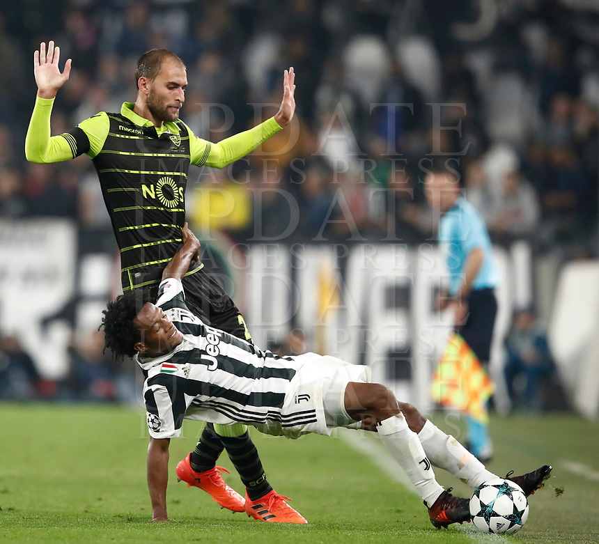 Football Soccer: UEFA Champions League Juventus vs Sporting Clube de Portugal, Allianz Stadium. Turin, Italy, October 18, 2017. <br /> Juventus Juan Cuarado (r) in action with Sporting CP Bas Dost (l) during the Uefa Champions League football soccer match between Juventus and Sporting Clube de Portugal at Allianz Stadium in Turin, October 18, 2017.<br /> UPDATE IMAGES PRESS/Isabella Bonotto