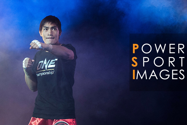 Lightweight World Championship Eduard Folayang of Philippines arrives to the ring for his fight against Adrian Pang of Australia on 13 August 2016 at The Venetian Macao Cotai Arena in Macau, China. Photo by Marcio Machado / Power Sport Images