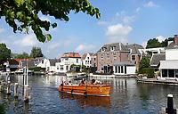Nederland  - Nieuwersluis - 2020.  Pleziervaart op de Vecht. Foto Berlinda van Dam / Hollandse Hoogte