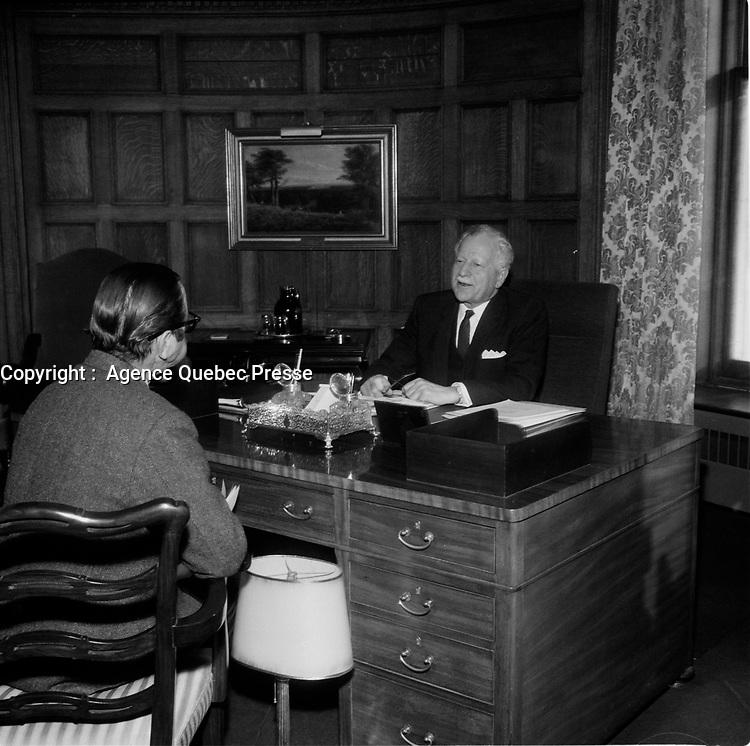 Le Premier ministre Pierre Trudeau et le Gouverneur general Roland Mitchener<br /> , le 6 Fevrier 1969, a Rideau hall, Ottawa<br /> <br /> <br /> PHOTO : Agence Quebec Presse