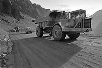 - Valtellina, reconstruction of the road to Bormio after the landslide of Coppetto peak, November 1987<br /> <br /> - Valtellina, ricostruzione della strada per Bormio dopo la frana di pizzo Coppetto, novembre 1987