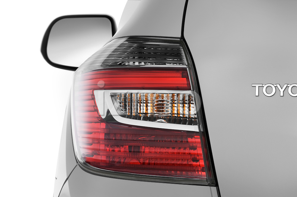 Tail light close up detail view of a 2009 Toyota Highlander Hybrid Limited