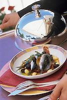 """Europe/France/Provence-Alpes-Côte d'Azur/06/Alpes-Maritimes/Cannes: Sardines aux haricots du pays à la pulpe de poivron rouge glacé recette de Christian Willer chef de """"La Palme d'Or"""" restaurant de l'Hotel Martinez"""