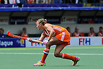 The Hague, Netherlands, June 14: Maartje Paumen #17 of The Netherlands passes the ball during the field hockey gold medal match (Women) between Australia and The Netherlands on June 14, 2014 during the World Cup 2014 at Kyocera Stadium in The Hague, Netherlands. Final score 2-0 (2-0)  (Photo by Dirk Markgraf / www.265-images.com) *** Local caption ***