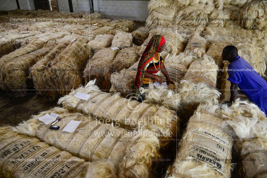 TANZANIA Tanga, Sisal industry, Tancord 1998 Ltd., processing of sisal fibres to yarn rope mat carpet / TANSANIA Tanga, Sisal Industrie, Tancord ein Unternehmen der Katani Gruppe  Verabeitung der Sisalfaser zu Garn, Seil, Matte, Teppich