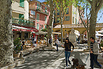 France, Provence-Alpes-Côte d'Azur, Menton: square and restaurants in old town   Frankreich, Provence-Alpes-Côte d'Azur, Menton: Platz und Restaurants in der Altstadt