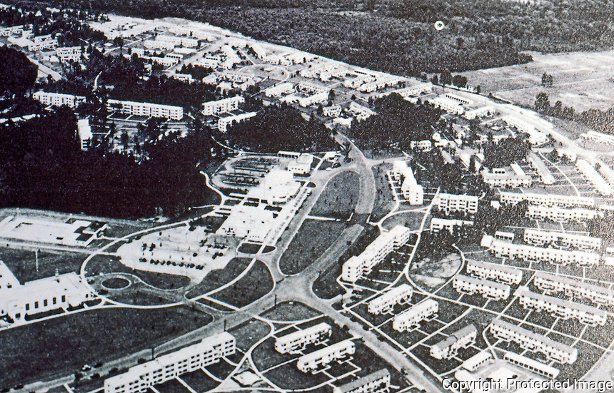 MD: Greenbelt--Aerial view, c. 1939. YESTERDAY'S TOMORROWS, P. 51.  Reference only.