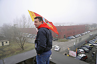 Trezzano sul Naviglio (Milano) - La Maflow e' leader in Europa nella produzione di componenti per gli impianti di condizionamento delle principali case automobilistiche; lo stabilimento milanese lavora su commesse che per l'80% arrivano dalla tedesca Bmw. In seguito alla decisione della casa automobilistica tedesca di sospendere gli ordini e spostare in Germania le commesse, la societa', gia' in amministrazione straordinaria in tutto il gruppo da maggio scorso, ha avviato la procedura per la vendita. I 300 lavoratori  continuano la produzione in alcuni reparti e presidiano dall'interno la fabbrica.<br /> <br /> Trezzano sul Naviglio (Milano) - The MAFLOW is Europe's leading manufacturer of components for air-conditioning of the major car manufacturers, the factory in Milan work on job orders 80% coming from the German BMW. Following the decision of the German carmaker to suspend orders and move it to Germany, the company, already under extraordinary administration in all the group since May, has initiated the process for the sale. The 300 workers continue the production in some areas of the plant and patrol the factory.