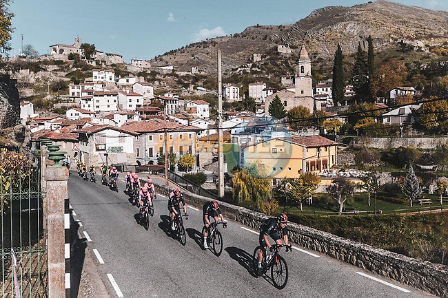 The peloton led by Chris Froome (GBR) Ineos Grenadiers during Stage 8 of the Vuelta Espana 2020 running 160km from Logroño to Alto de Moncalvillo, Spain. 28th October 2020.   <br /> Picture: Unipublic/Charly Lopez | Cyclefile<br /> <br /> All photos usage must carry mandatory copyright credit (© Cyclefile | Unipublic/Charly Lopez)