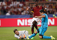 Calcio, Champions League, Gruppo E: Roma vs Barcellona. Roma, stadio Olimpico, 16 settembre 2015.<br /> Roma's goalkeeper Wojciech Szczesny, left, assisted by teammate Antonio Ruediger, center, is fouled by FC Barcelona's Luis Suarez, during a Champions League, Group E football match between Roma and FC Barcelona, at Rome's Olympic stadium, 16 September 2015.<br /> UPDATE IMAGES PRESS/Isabella Bonotto