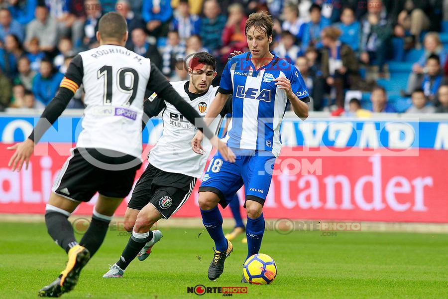 Deportivo Alaves' Tomas Pina (r) and Valencia CF's Rodrigo Moreno (l) and Gonzalo Guedes during La Liga match. October 28,2017. (ALTERPHOTOS/Acero) /NortePhoto.com