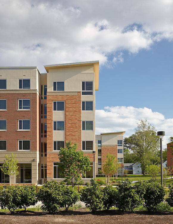 Dormitories and Carillon Place Dining Hall at Bowling Green State University   Design Group and Design Collective (DCI)