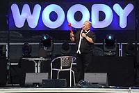 Woody Feldmann tritt im Waldschwimmbad Mörfelden auf und regt sich über den 'Schneeballmacher' aus dem Baumarkt auf - Mörfelden-Walldorf 17.07.2021: Konzert Woody Feldmann